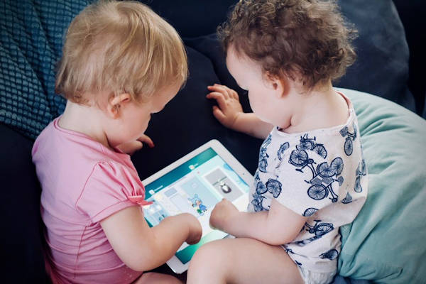 Screen Time Guidelines for Babies, Toddlers, Children and Teens